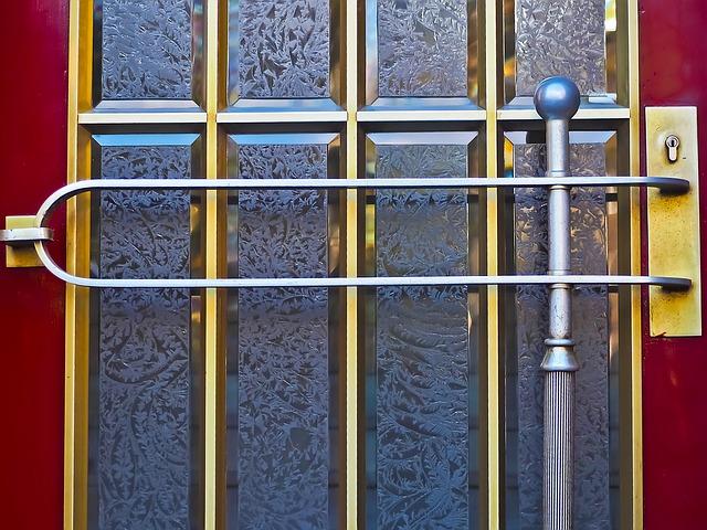 Bezpečnosť a odolnosť vstupných dverí musia byť prioritou!