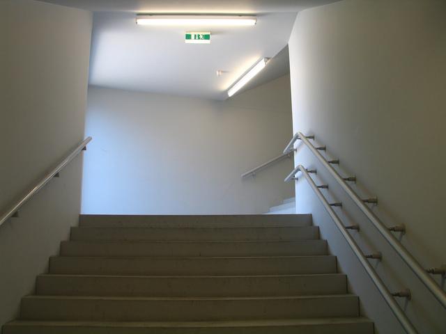 Schody, schodisko na chodbe.jpg