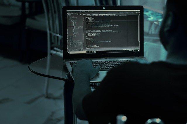 Hacker nikdy nespí.jpg